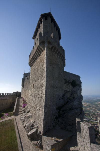 Foto van The main building of the Guaita, or First TowerDrie Torens van San Marino - San Marino