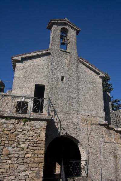 Foto van Chapel inside the fortification of the Second Tower or CestaDrie Torens van San Marino - San Marino