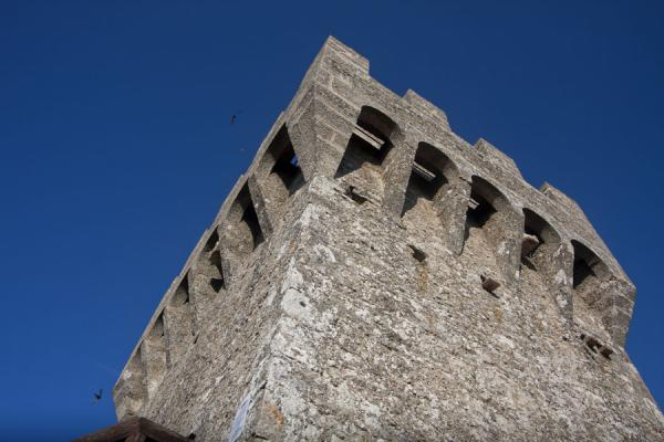 Foto van Crenellated defensive tower of the Second Tower, or CestaDrie Torens van San Marino - San Marino