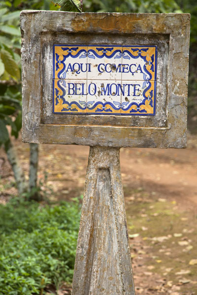 Tiled sign of the limits of the Belo Monte estate | Belo Monte hike | São Tomé and Príncipe