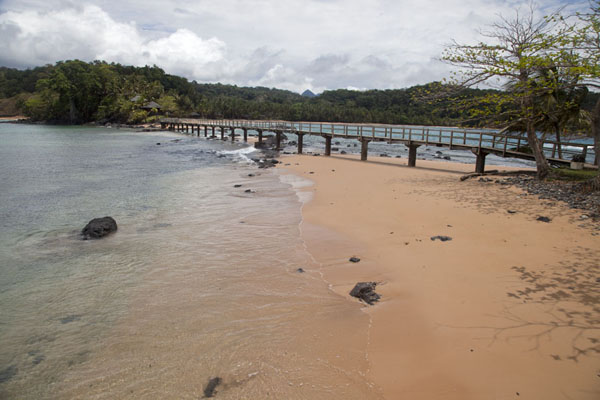 Beach and wooden bridge between Bom Bom Island and Príncipe | Bom Bom Island | São Tomé and Príncipe