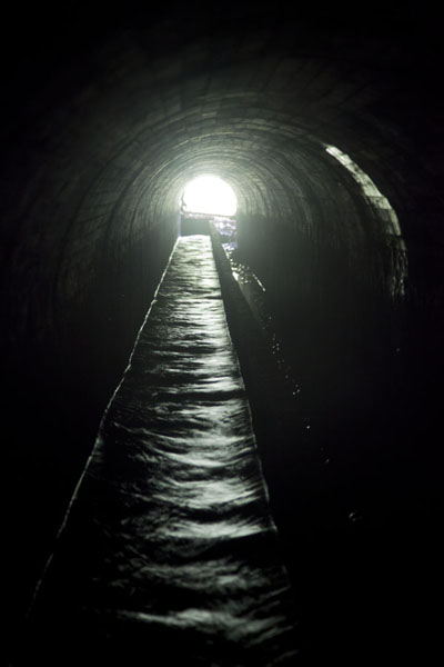 Foto van Inside view of one of the water-transporting tunnelsCascata Angolar - Servië