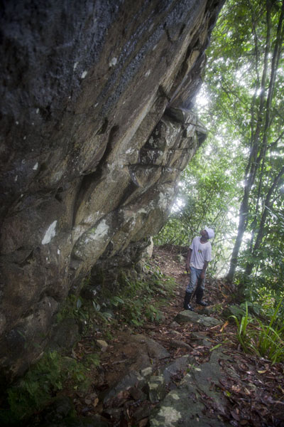 Huge boulders on the flanks of Pico Papagaio | Pico Papagaio | São Tomé and Príncipe