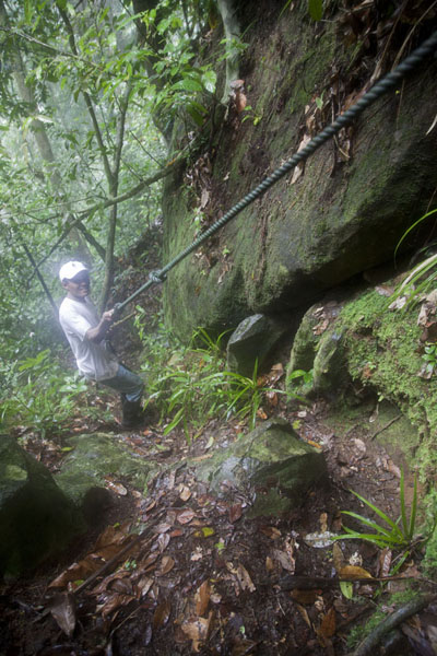 Working our way up the mountain with the help of a rope | Pico Papagaio | São Tomé and Príncipe