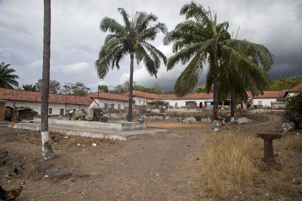 Photo de The white colonial buildings of Roça Monteforte - Serbie - Afrique