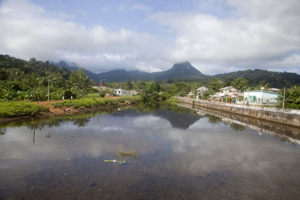 Picture of Pico Papagaio reflected in the Papagaio river in Santo Antonio