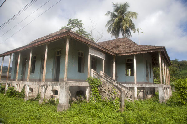 House surrounded by vegetation in Santo Antonio | Santo Antonio | São Tomé and Príncipe