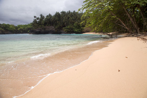 Praia Piscina, with a small protected bay and soft sand | Southern São Tomé | São Tomé and Príncipe