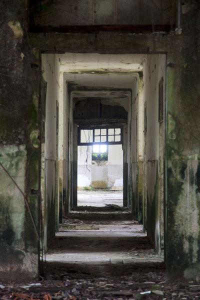 Picture of Sundy (São Tomé and Príncipe): Main corridor inside the old hospital of Sundy