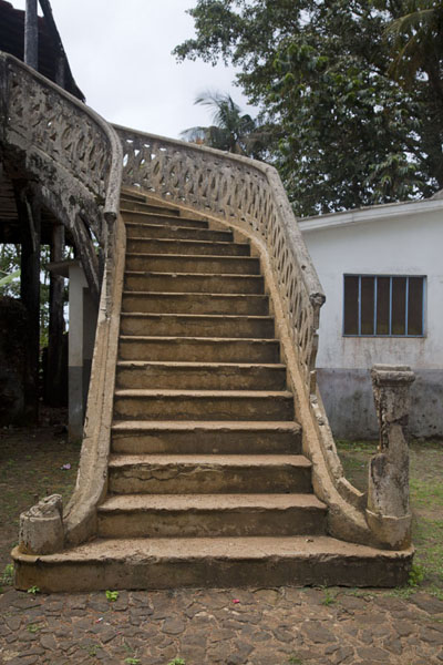 Picture of Sundy (São Tomé and Príncipe): Stairs at a building in the Sundy plantation estate