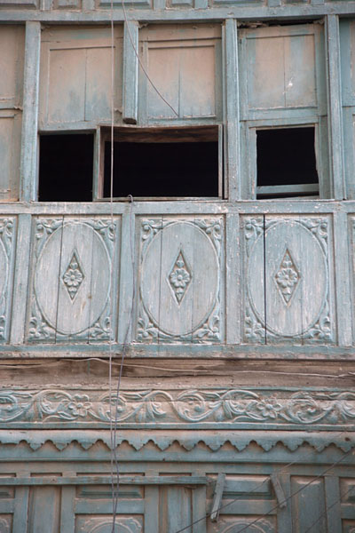 Foto van One of the thousands of old balconies in the old town of Jeddah, Al Balad - Saoedi Arabië - Azië