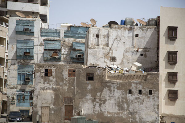 Row of buildings in Al Balad, the old part of Jeddah | Al Balad balkons | Saoedi Arabië