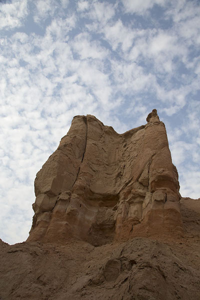 Looking up part of Al Qara mountain | Al Qara mountain | Arabia Saudita