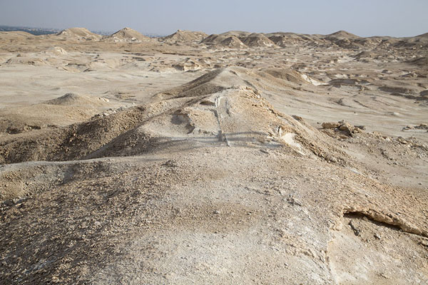 Photo de The relatively flat top of Al Qara mountainAl Hofuf - Arabie Saoudite