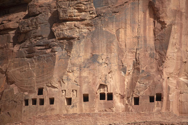 Row of rock tombs with the Lion tomb sixth left | Dadan | Arabia Saudita