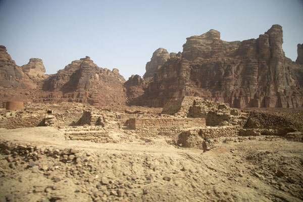 Foto de The ruins of a temple of the ancient city of DadanDadan - Arabia Saudita