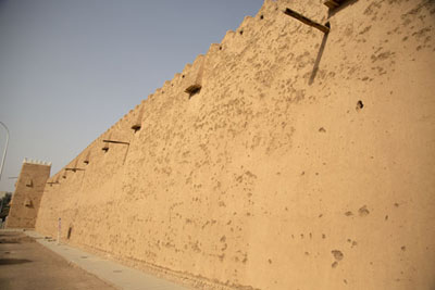 Foto de One of the enormous walls of Qishlah in Hail - Arabia Saudita - Asia