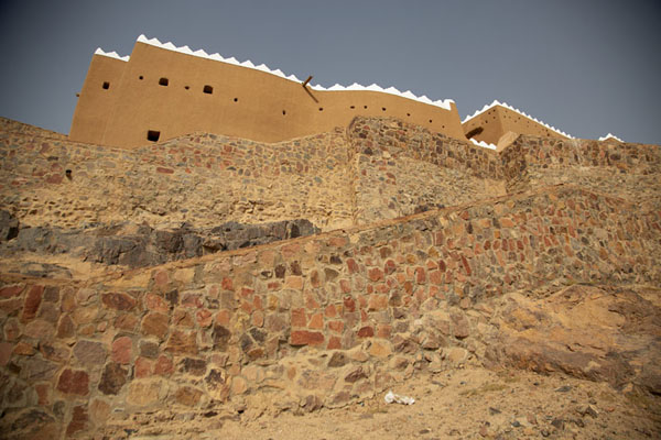 Rocky outcrop with A'arif Fort on top | Hail fortresses | Saudi Arabia