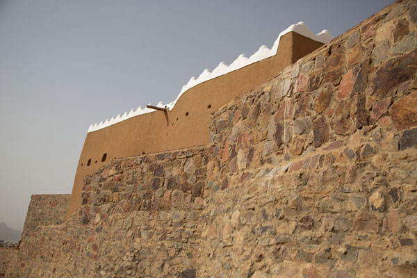 A'arif Fort is built on a rocky outcrop | Fortalezas de Hail | Arabia Saudita