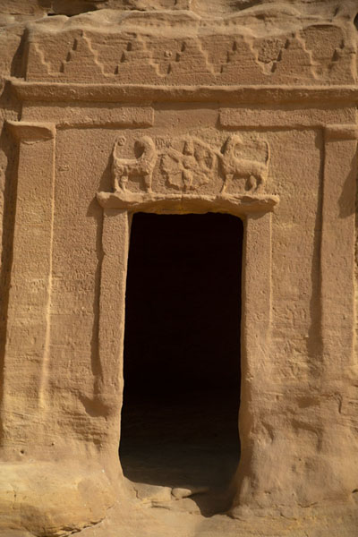 Foto van Close-up of the Lion Tomb at Qasr al BintMada'in Saleh - Saoedi Arabië