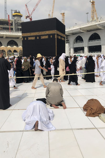 Foto di Pilgrims praying towards the KaabaLa Mecca - Arabia Saudita