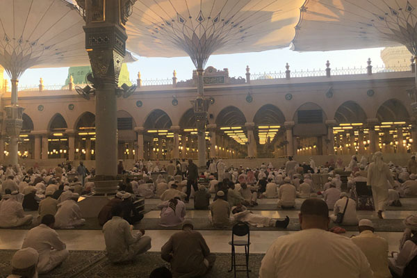 Photo de Prayer courtyard with umbrellas next to the Rawdah and the green dome - Arabie Saoudite - Asie
