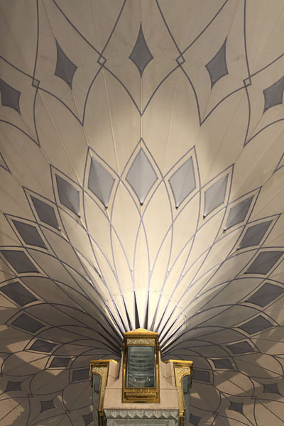 Foto van Close-up of one of the umbrellas in the courtyardMedina mosques - Saoedi Arabië