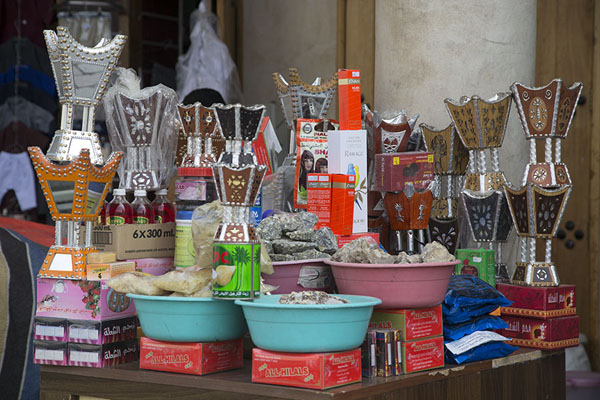 Foto de Perfumes and incense for sale in Qaisariah souqAl Hofuf - Arabia Saudita