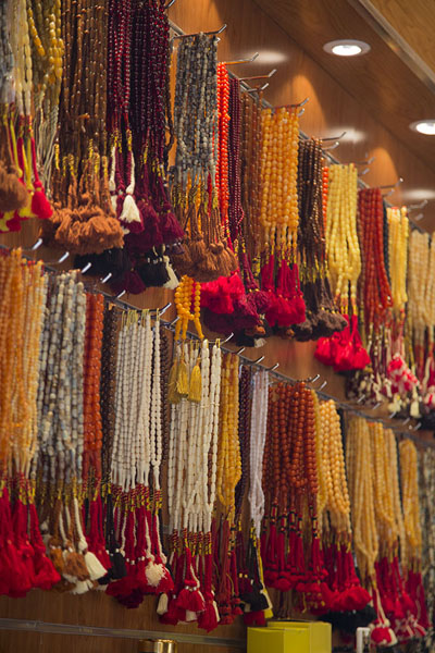 Prayer beads, or misbaha, for sale in a shop in Qaisariah souq | Qaisariah souq | Saoedi Arabië