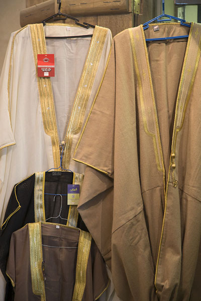 Traditional long dresses for sale in Qaisariah souq | Qaisariah souq | Saoedi Arabië