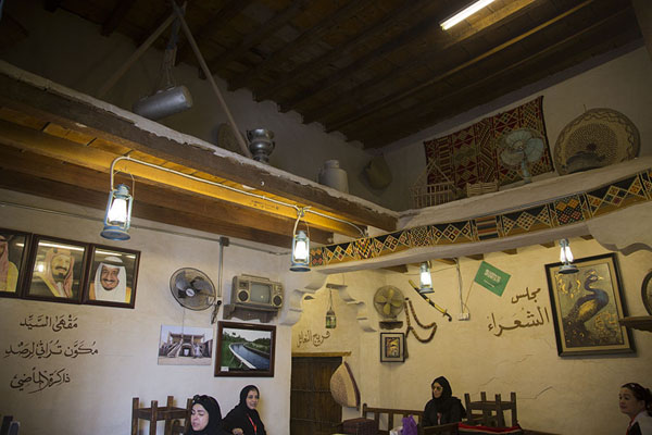 Photo de The cosy bar inside Qaisariah souqAl Hofuf - Arabie Saoudite