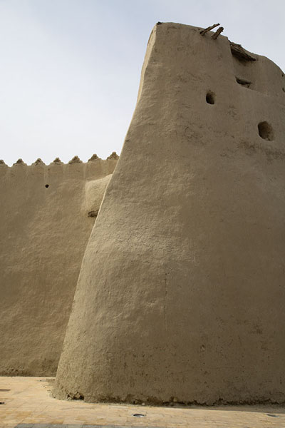 Foto van Tower and crenellated wall of Qasr IbrahimAl Hofuf - Saoedi Arabië