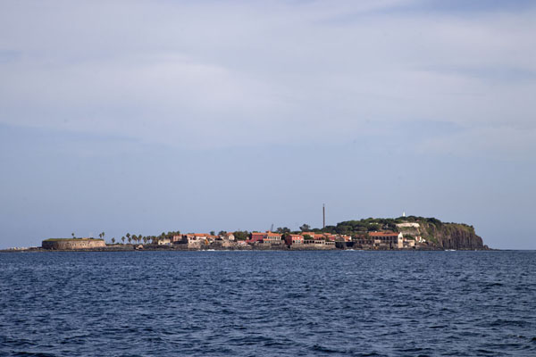 Foto de Senegal (The contours of Gorée Island seen from a distance)