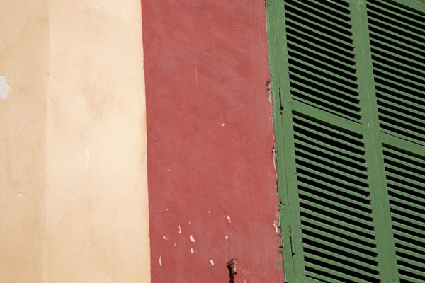 Close-up of window shutters and wall in the afternoon | Ile de Gorée | Senegal