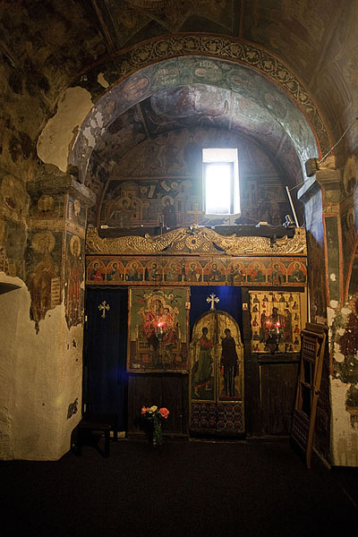 Looking towards the iconostasis inside Crna Reka church | Crna Reka monastery | Serbia