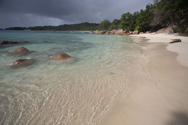 Foto van Seychellen (Source d'Argent, La Digue: granite boulders)