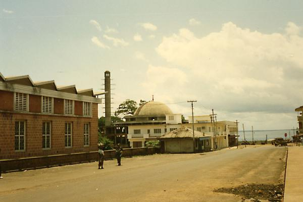 的照片 Mosque in a street in Freetown自有成 - 狮子山国