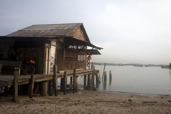 Photo de Singapour (Wooden house on the shore of Pulau Ubin)