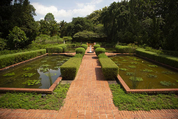 The sundial is the centre of a small section in the south of the botanic gardens | Singapore Botanic Gardens | Singapour