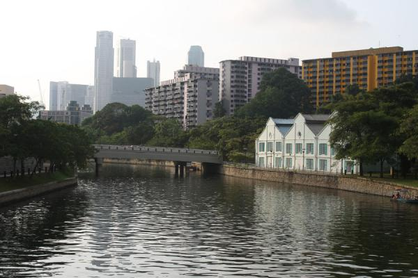 Old houses on Singapore River are an exception | Singapore River | Singapore