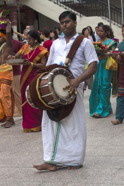 Man with instrument in a small procession in Sri Mariamman temple | Templo de Sri Mariamman | Singapur