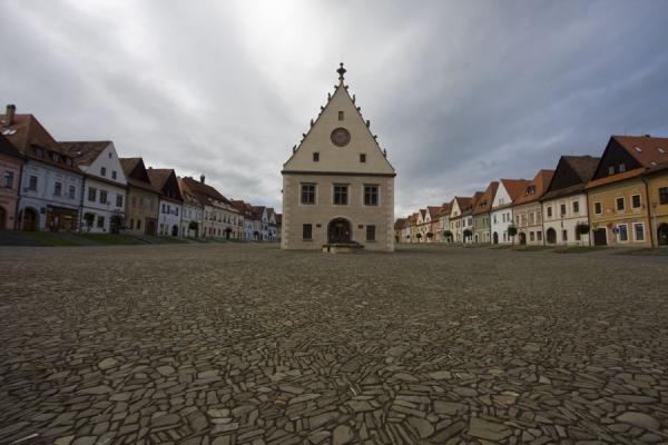 Photo de Slovaquie (The heart of Bardejov: the City Hall on the Old Town Square)