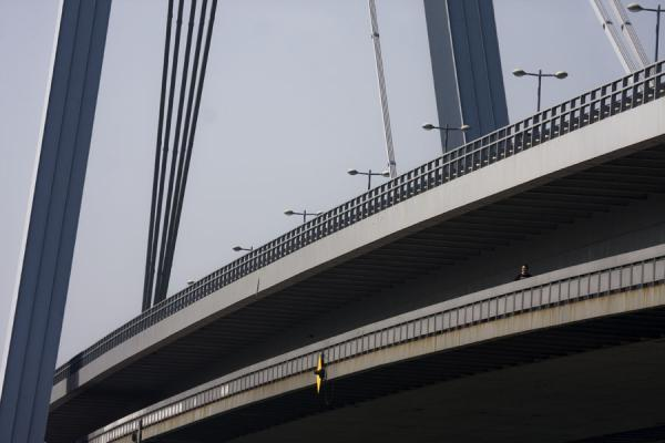 Photo de The pedestrian and motorized traffic layers of the New BridgeNouveau Pont de Bratislava - Slovaquie
