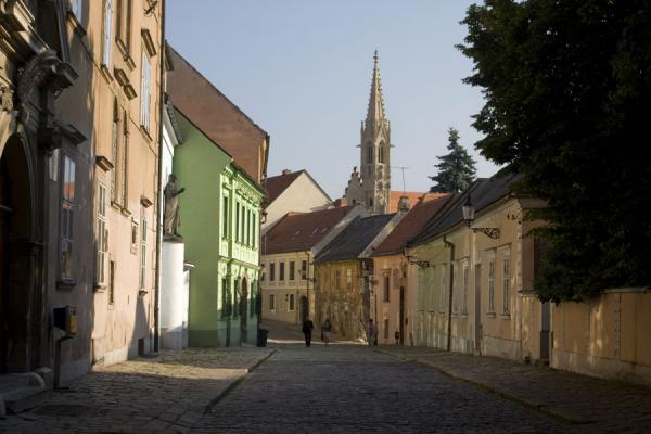 Foto di Slovacchia (Street with church in the background in the old town of Bratislava)