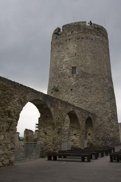 Picture of Spiš Castle (Slovakia): Tall tower with arched gateway inside Spiš Castle