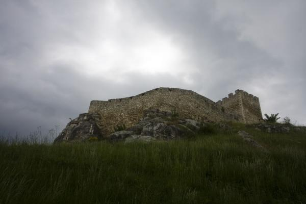 Picture of Spiš Castle (Slovakia): The wall of Spiš Castle seen from below
