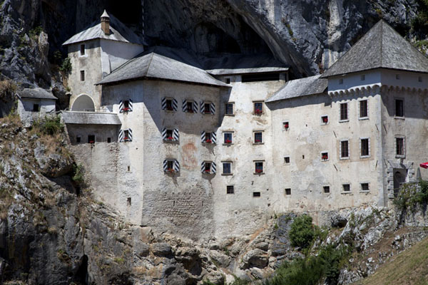 Foto de Eslovenia (Predjama Castle, built right into the face of a cave)