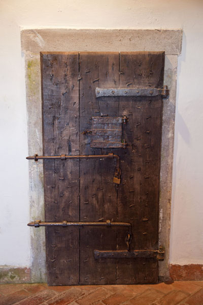 Picture of Predjama Castle (Slovenia): Thick wooden door in Predjama Castle