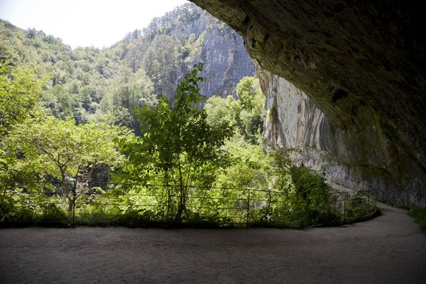 Photo de Slovénie (Path through the canyon, hacked out of the rocky cliffs)