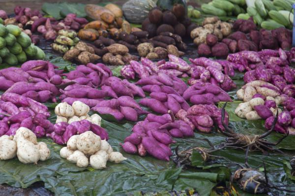 Colourful mix of vegetables on the market of Gizo | Mercato di Gizo | Isole Salomone